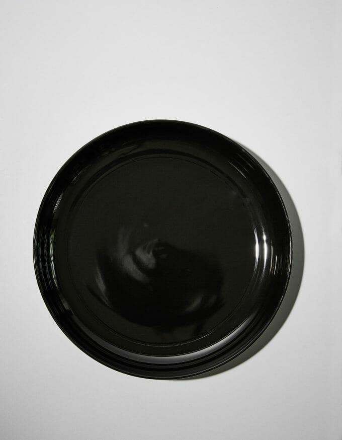 Schale flach, Dekor schwarz