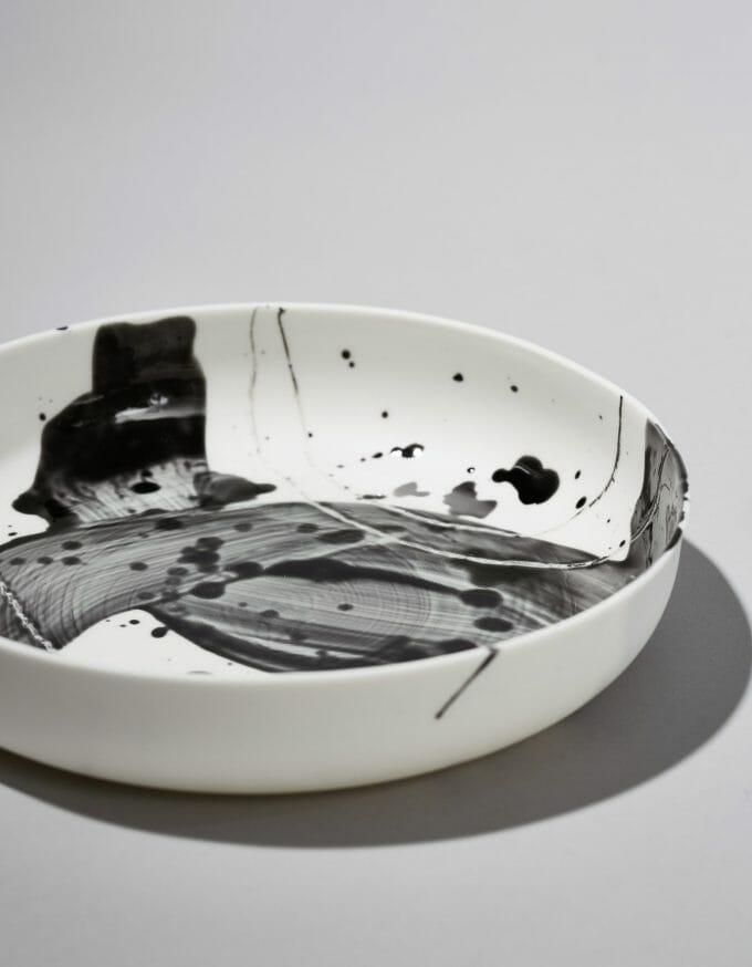 Schale weiß mit Dekor schwarz